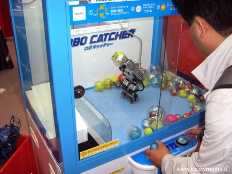 090525puchi_robo_catcher