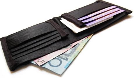 090615seat-belt-wallet