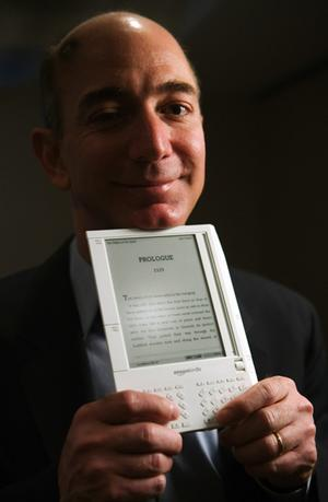 090724jeff-bezos-with-kindle