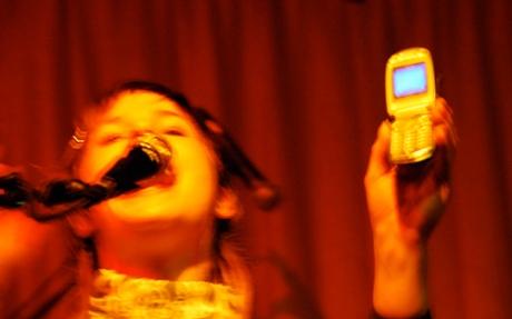 090818steverhodes_cellphone_music