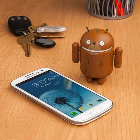android_action_figures_inuse