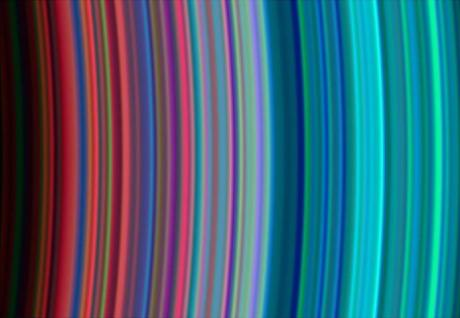 Saturn_s_rainbow_rings