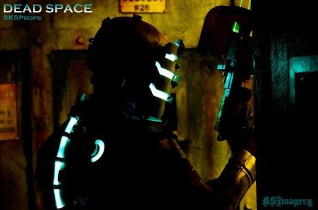 dead_space_cosplay_sksprops_by_sksprops-d7rjcee