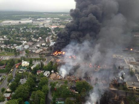 Lac_megantic_burning