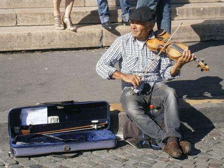 Parisian_street_musician