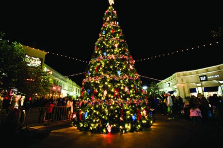December_on_the_Red_Louisiana_Boardwalk_Giant_Christmas_Tree_2